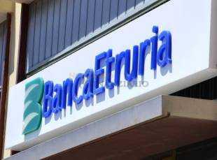 Banca Etruria valuta nuovi tagli