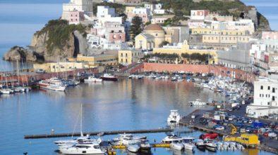 Isola di Ponza: raggiungila e goditi una vacanza da Vip