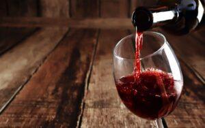 Ritorno del vino sulle tavole degli italiani nel 2017 con un aumento record degli acquisti